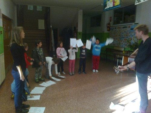 grupo de niños de 7-9 años